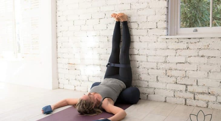 3 postures de Yoga faciles, pour vous aider à calmer le stress.