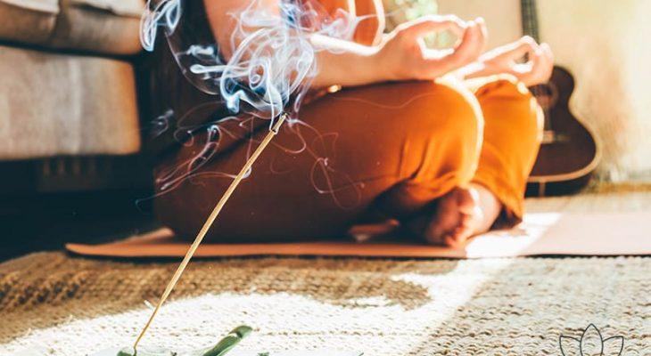 Comment nettoyer votre tapis de yoga ? 2 moyens expliqués en détail.
