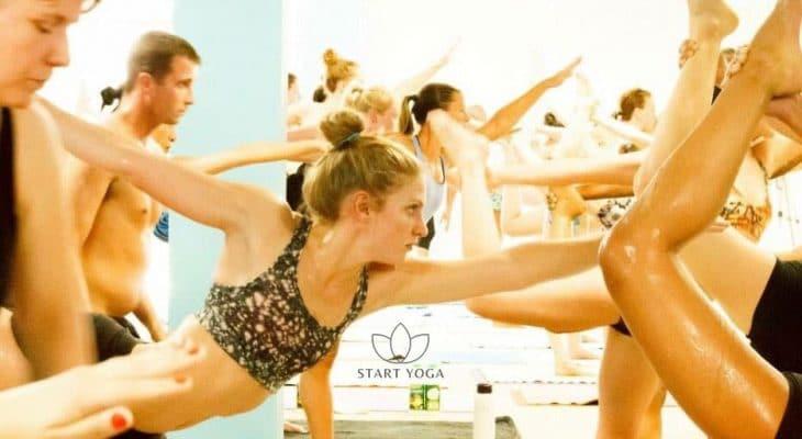 Tout ce que vous devez savoir sur le Hot Yoga (ou Yoga Bikram) avant d'essayer un cours