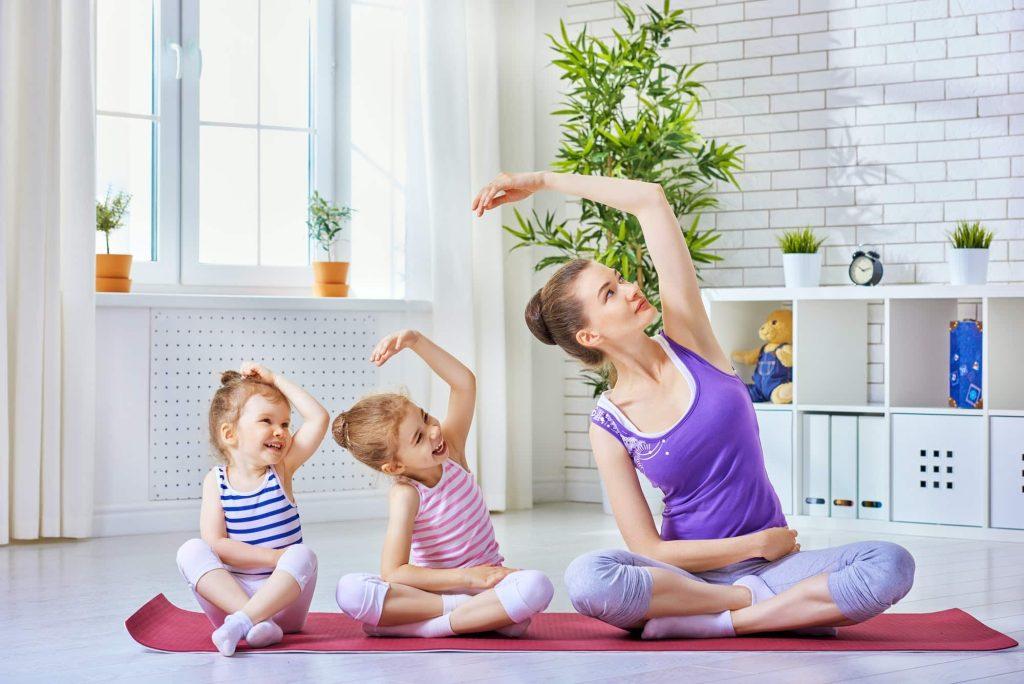 les enfants peuvent pratiquer le yoga